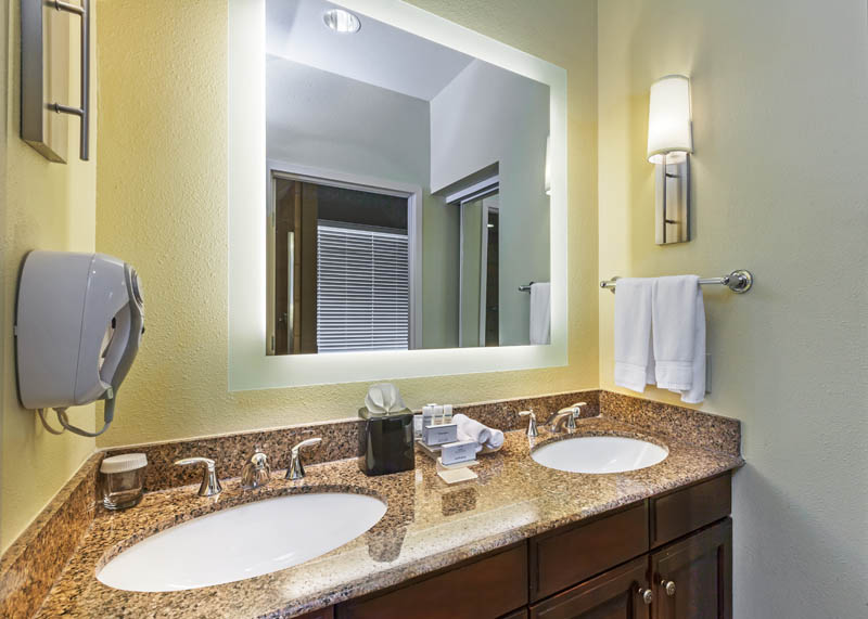 HOMEWOOD_SUITES_WICHITA_TX_PRESIDENTIAL_SUITE_BATH_COUNTER